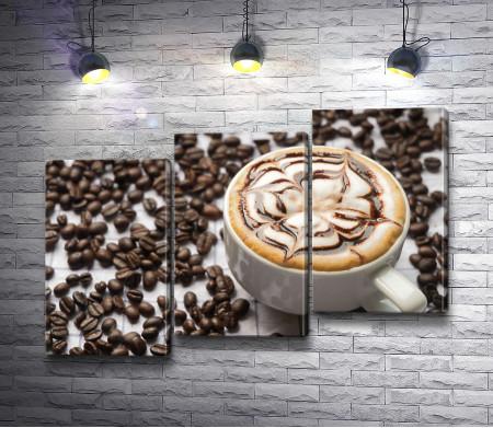 Чашка капучино и кофейные зерна