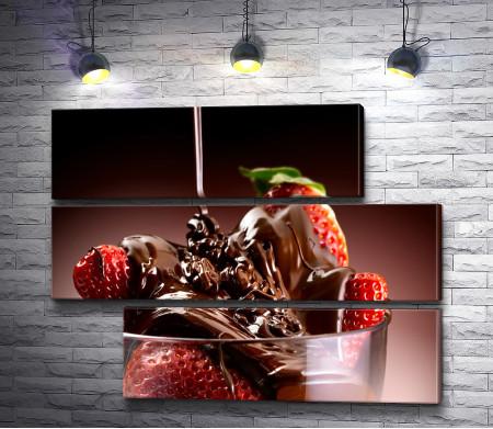 Клубника в топленом шоколаде