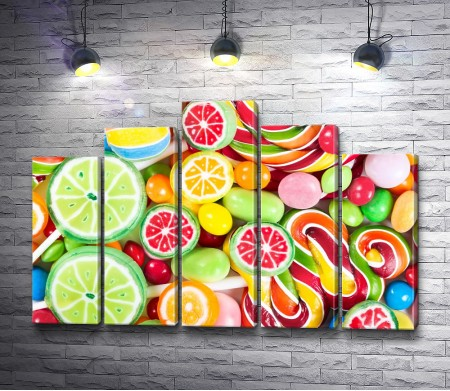 Россыпь разноцветных конфет