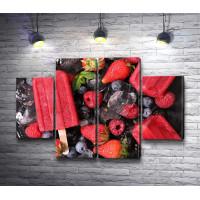 Ягодное мороженое и свежие ягоды