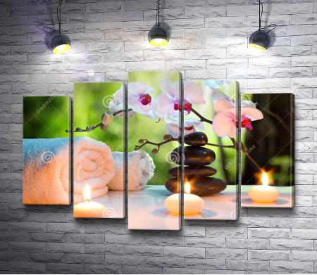 Спа-камни, свечи и орхидея
