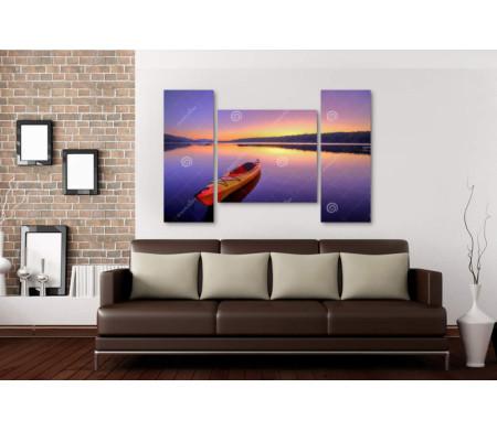Каяк на озере во время восхода солнца