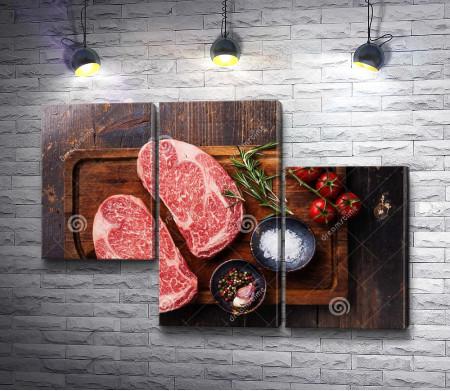 Свежий мраморный стейк говядины перед готовкой