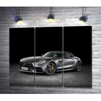 Автомобиль Mercedes-AMG GT C Roadster черного цвета