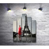 Девушка в красном на фоне Эйфелевой башни