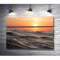 Закат над морской гладью