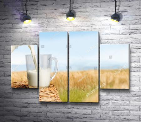 Чашка молока в поле