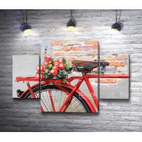 Красный велосипед с цветами