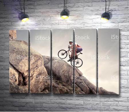 Велотурист в горах