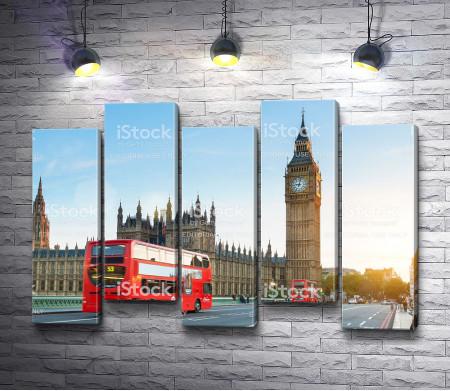 Лондонский автобус на фоне Вестминстерского дворца с Биг Беном