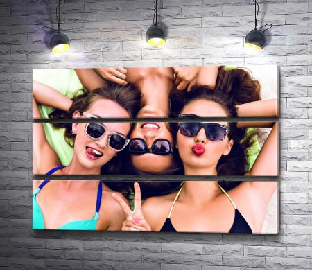Подруги на летнем отдыхе