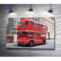 Красный двухъярусный автобус