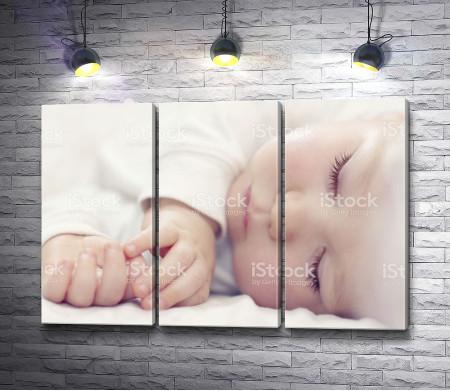 Сладкий сон маленького крохи