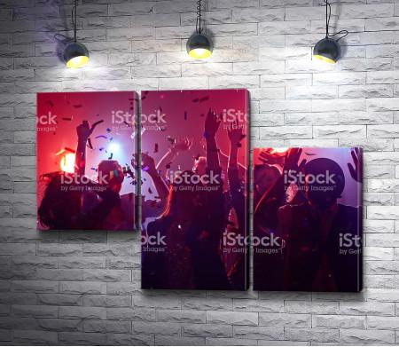 Дискотека в ночном клубе