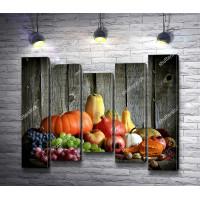Осенний натюрморт с тыквами и ягодами
