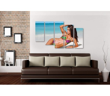 Адриана Лима на пляже в купальнике