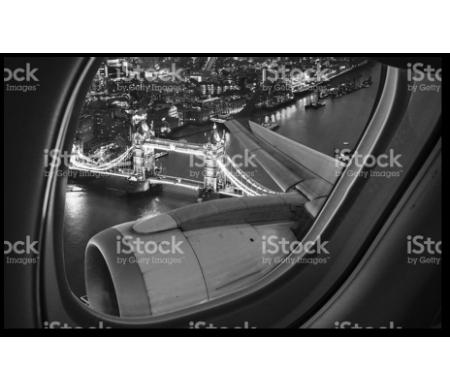 Ночной город из иллюминатора самолета