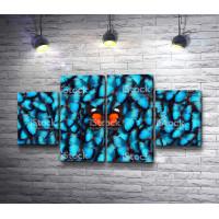 Оранжевая бабочка на фоне голубых