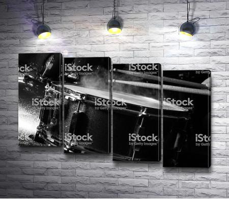 Барабан в черно-белой гамме