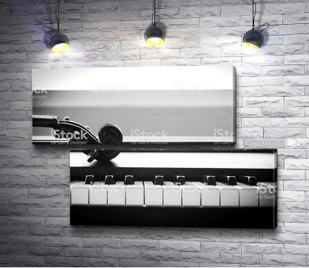 Пианино в черно-белой гамме