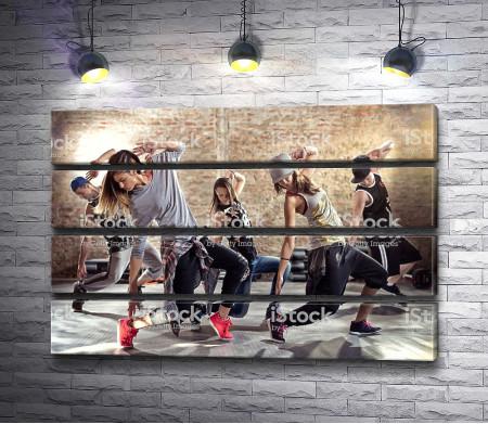 Танцоры в стиле хип-хоп