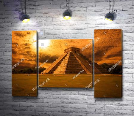 Пирамида в лучах заката