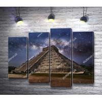 Звездное небо над пирамидой