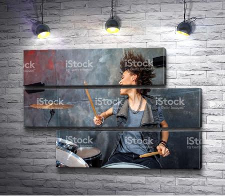Девушка-барабанщица