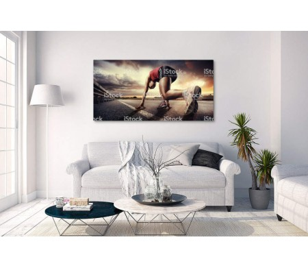 Спортсменка на старте перед спринтом