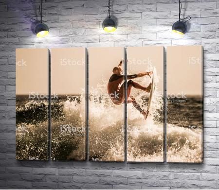Прыжок серфингиста