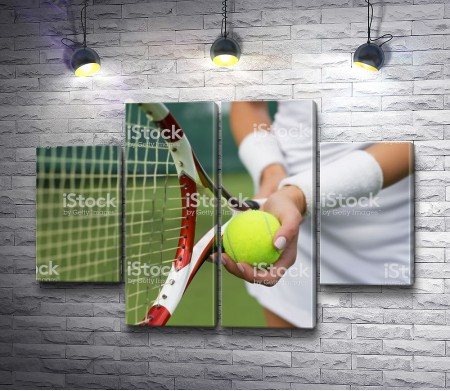 Ракетка и мяч в руках теннисиста