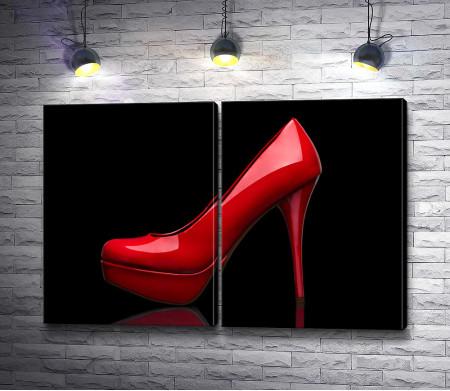 Красный туфель на каблуке