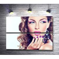 Девушка с фиолетовыми губами