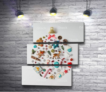 Новогодняя атрибутика в форме украшения на елку
