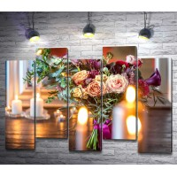 Праздничный букет цветов и свечи