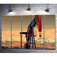 Нефтяная вышка в горах