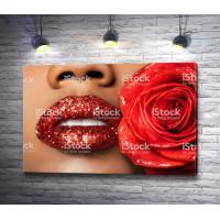 Красные губы в стразах и роза