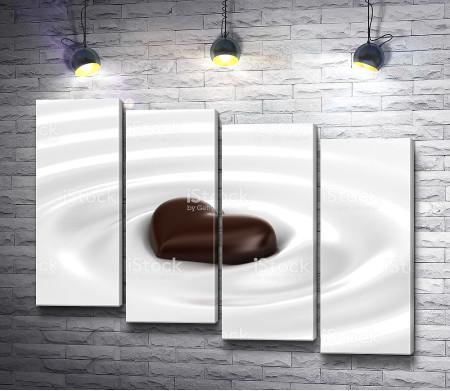 Шоколадное сердце в молоке