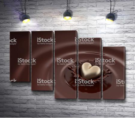 Белое сердце в молочном шоколаде