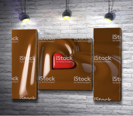 Конфета в форме сердца упала в шоколад
