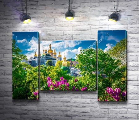 Киево-Печерская лавра среди зелени, Киев, Украина