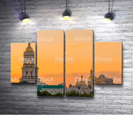Киево-Печерский монастырь на закате, Киев, Украина