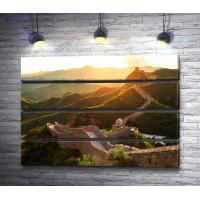 Великая Китайская стена в лучах заката