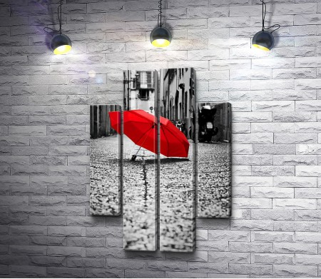 Красный зонт на черно-белой улице