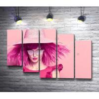 Стильная девушка с розовыми волосами