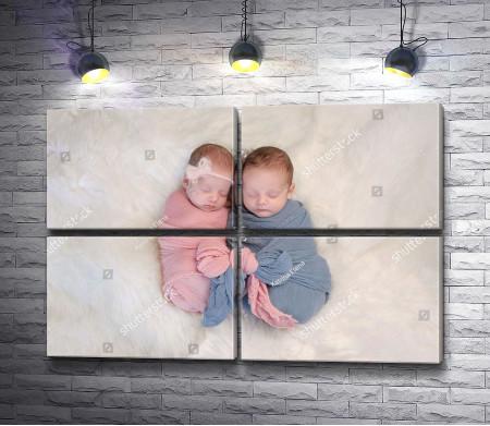 Новорожденные мальчик и девочка