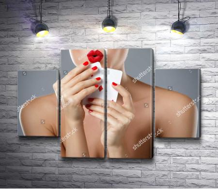 Девушка с игральными картами
