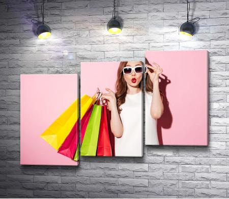 Гламурная девушка после шопинга