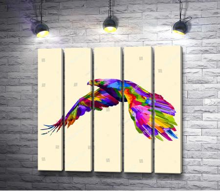 Разноцветный орел в полете