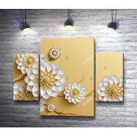 Керамические цветы на золотом фоне